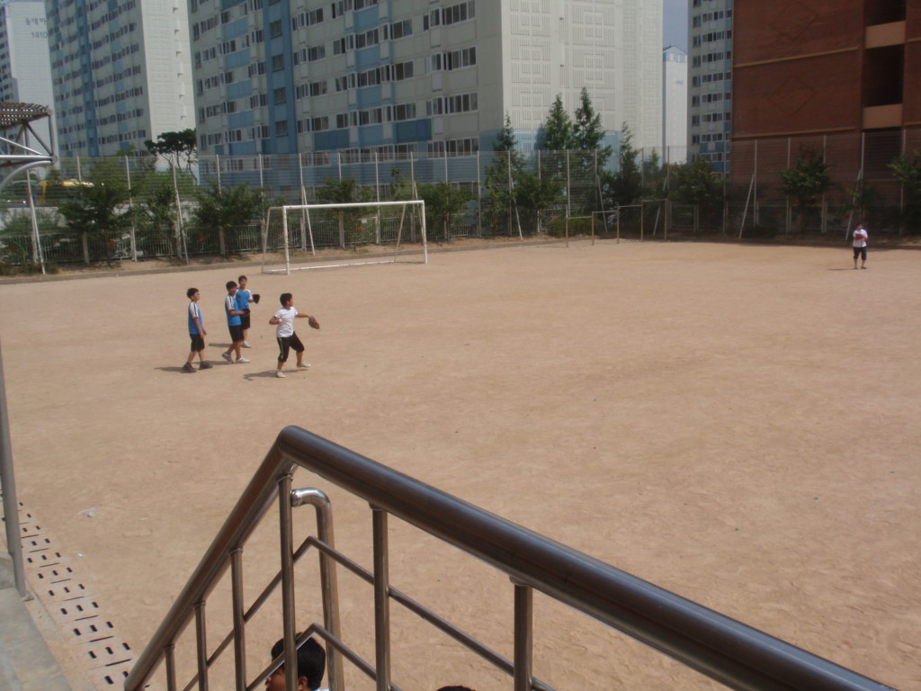 korean kids playing baseball